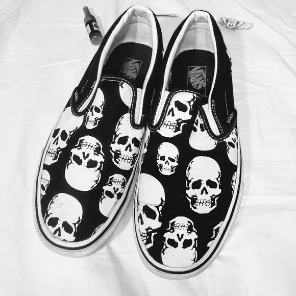 Vans Skull Slip Ons Cool Preowned Shoes